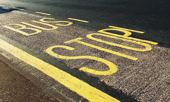 asphalt-bus-stop-close-up-1260437_%e5%b0%8f%e6%aa%94